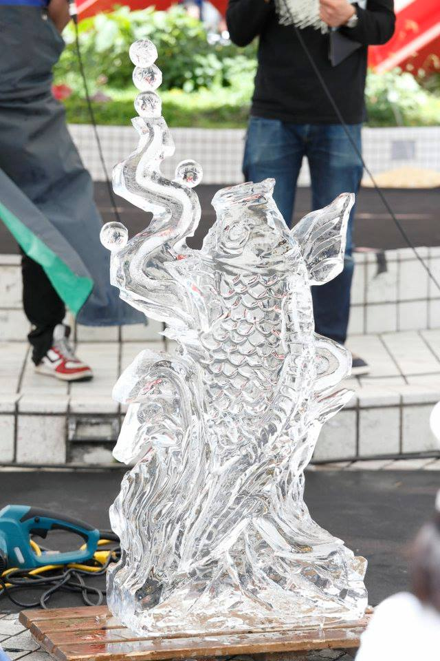 blue lab.2016氷彫刻実演 鯉の滝登り