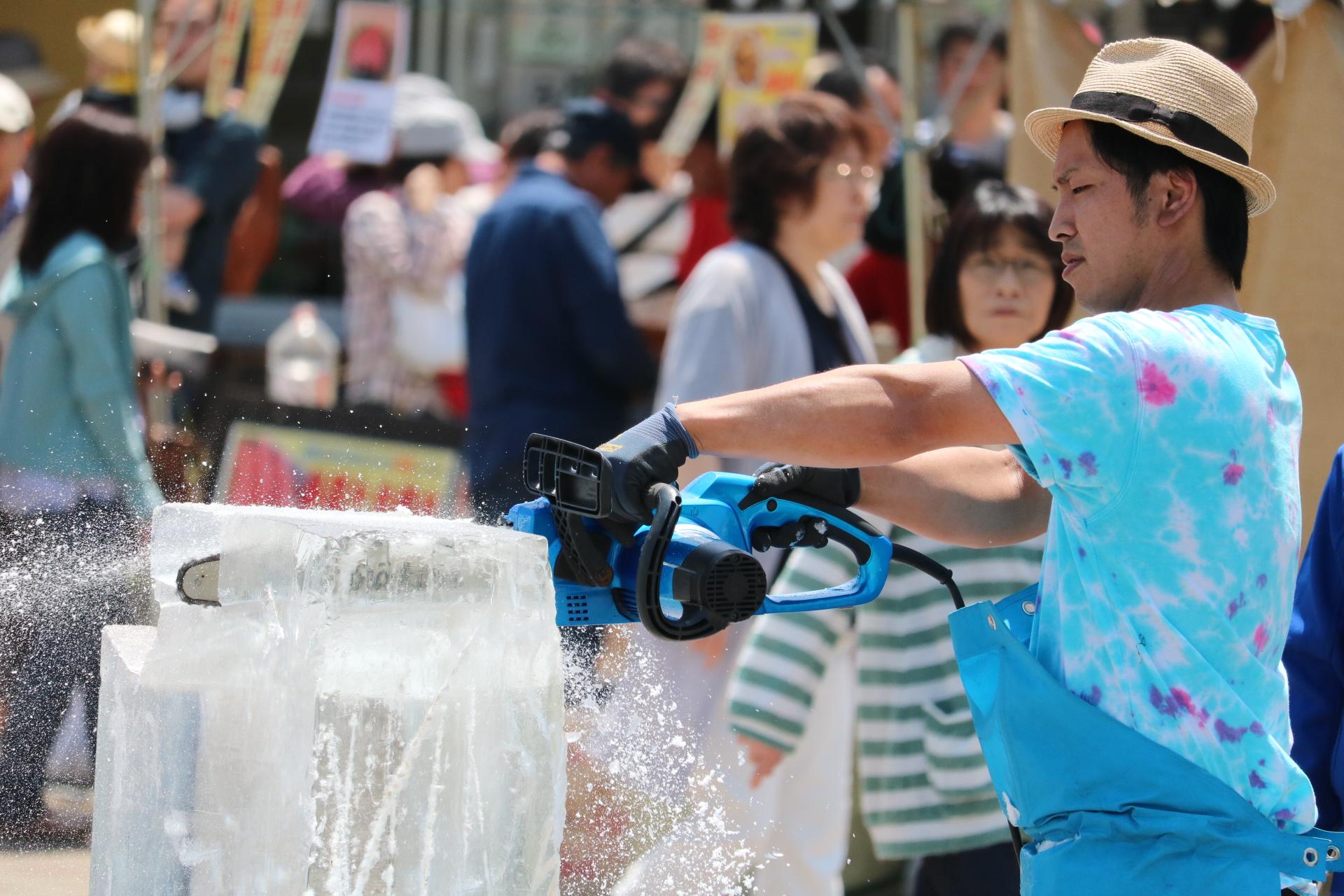 三次ワイナリー氷彫刻実演ショー