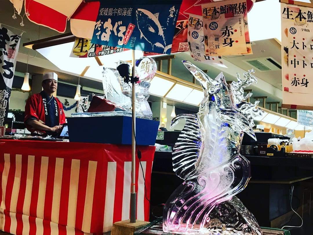 おんまく寿司五日市店氷彫刻実演ショー